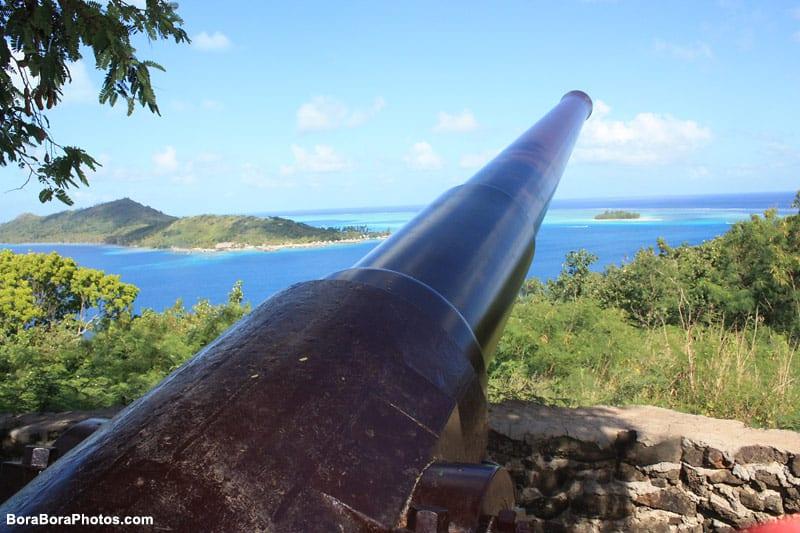World War II cannon in Bora Bora   boraboraphotos.com