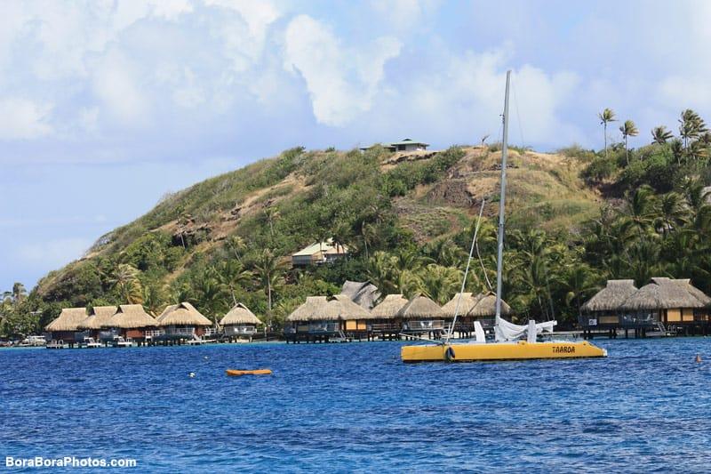 Bora Bora Lagoon Tours via sailboat | boraboraphotos.com