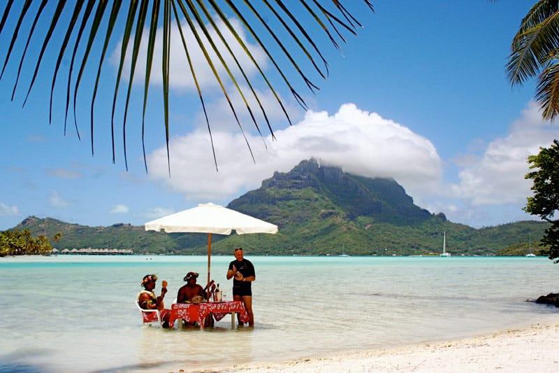 Eating Lunch Bora Bora Style | boraboraphotos.com