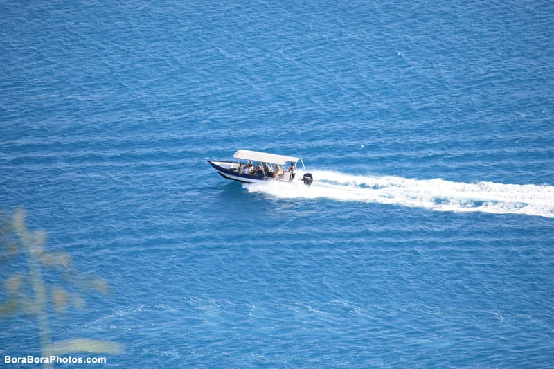 Lagoon boat excursion tours in Bora Bora | boraboraphotos.com