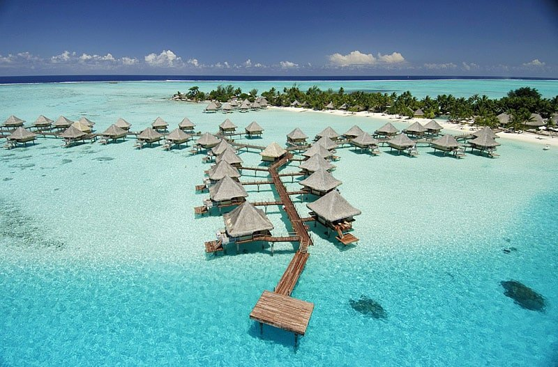 InterContinental Le Moana - This Bora Bora island resort is situated on the famous Matira Point, one of the most beautiful beaches in all of French Polynesia. A popular honeymoon destination with overwater bungalows. | boraboraphotos.com