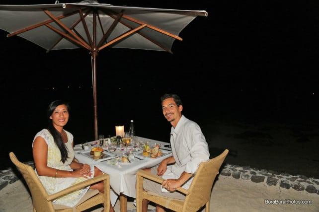 jason & jessica romantic dinner | boraboraphotos.com
