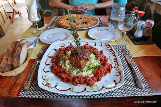 Fare Manuia restaurant special of the day   boraboraphotos.com