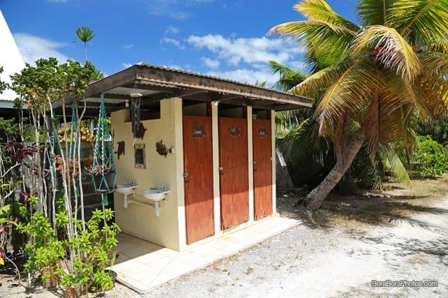 Outdoor sink and bathrooms at the Pension Moon | BoraBoraPhotos.com