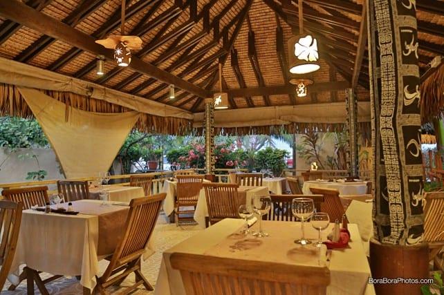 inside view of the restaurant white cloth dining tables | boraboraphotos.com