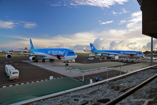 Air tahiti nui airplanes at faaa airport in Papeete | boraboraphotos.com