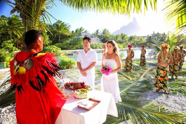 Bora Bora Wedding Ceremony | boraboraphotos.com