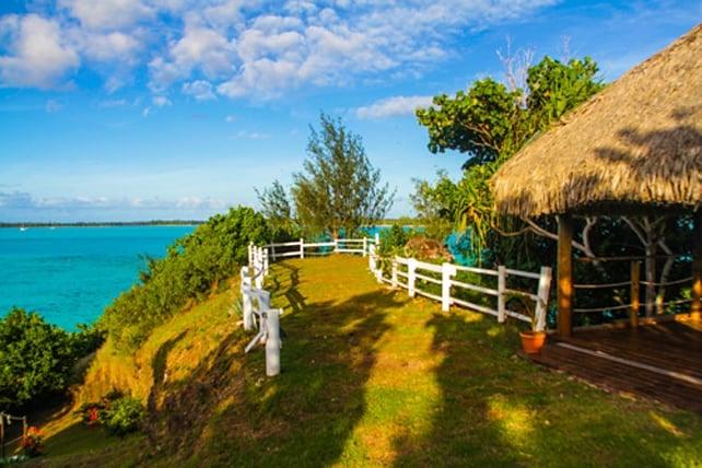 Small private island in Bora Bora | boraboraphotos.com