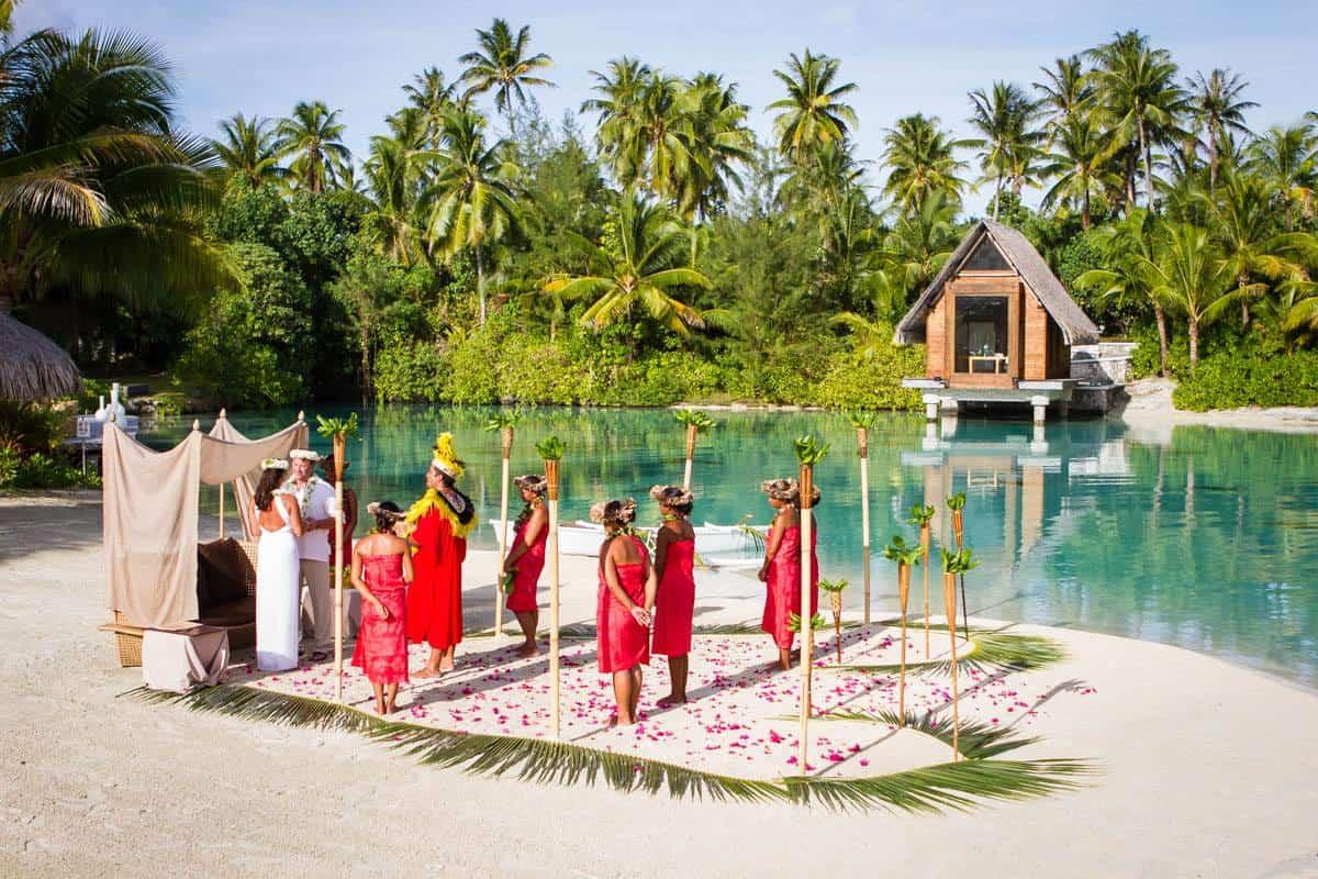 Damien Goburn - Bora Bora Wedding Photographer of a ceremony