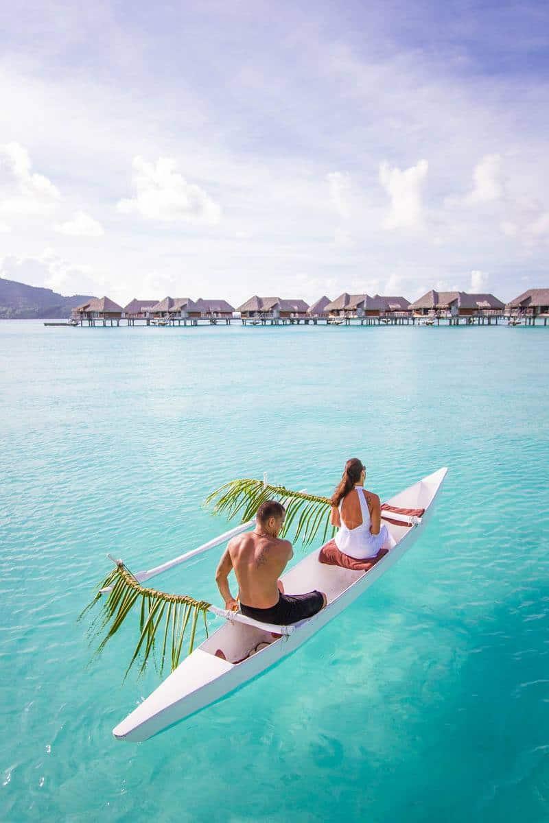Damien Goburn - Bora Bora Wedding Photographer shooting canoe ride in the lagoon