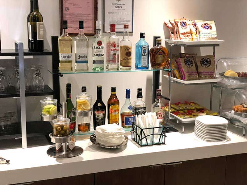 Alcohol and snacks available in the Air Tahiti Nui business lounge